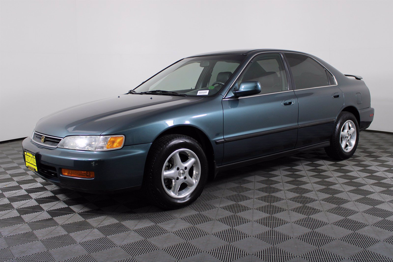 Pre-Owned 1997 Honda Accord Sdn LX